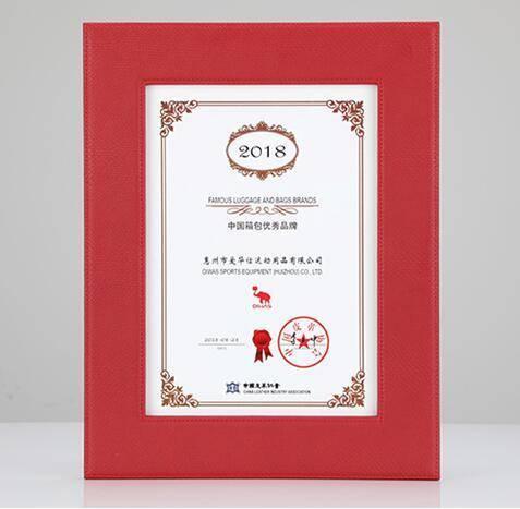 """爱华仕荣获""""2018中国箱包优秀品牌""""称号"""