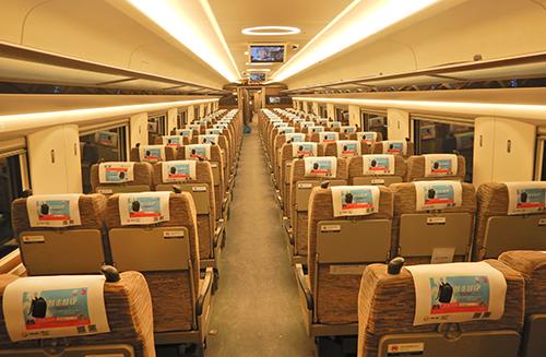 爱华仕搭载复兴号驰骋香港,一起见证中国民族箱包品牌力